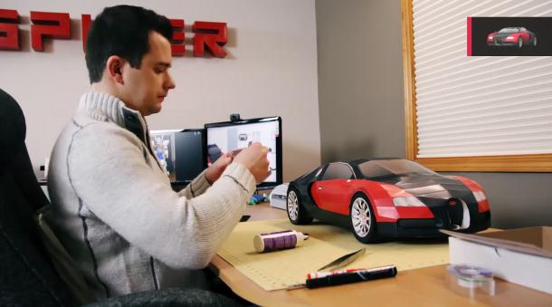 Réplica de un Bugatti Veyron hecho con papel