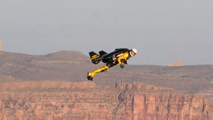 Jetman sobrevolando el Gran Cañón del Colorado