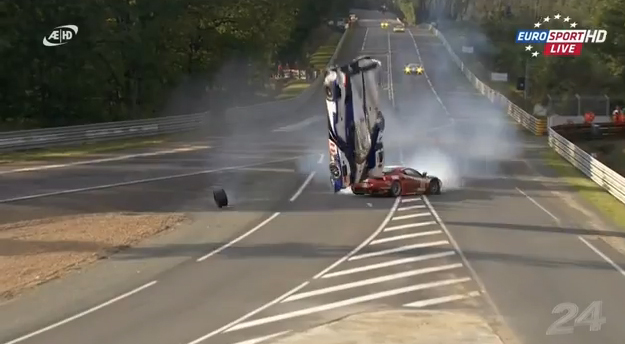 Espectacular accidente del Toyota híbrido en las 24 horas de Le Mans