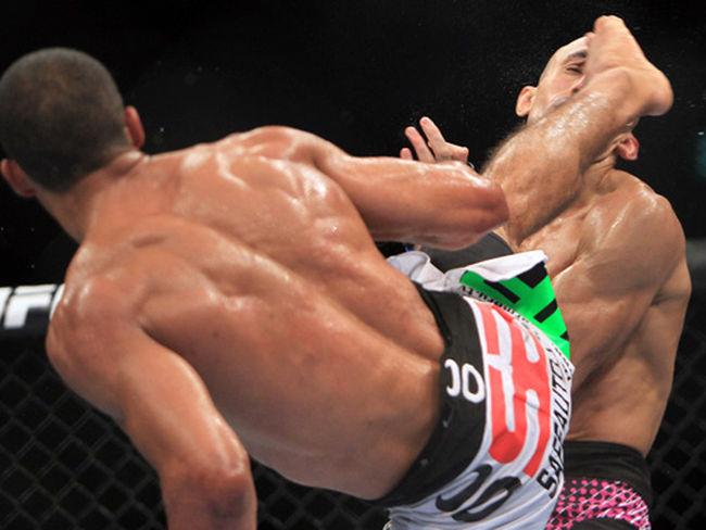 UFC 142: Edson Barboza vs. Terry Etim. Pelea y K.O. de la Noche