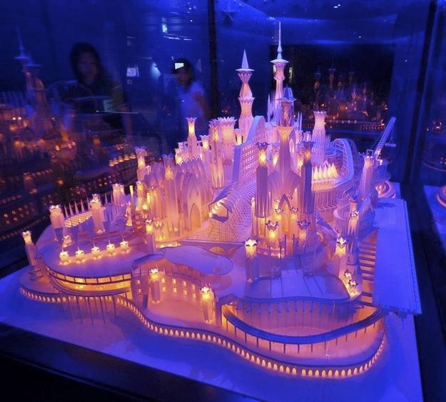 Impresionante castillo hecho de papel