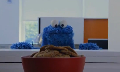 El Monstruo de las galletas hace su propia versión del ''Call Me Maybe''