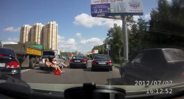 Así es como esperan a la policía en Rusia después de un pequeño accidente de tráfico