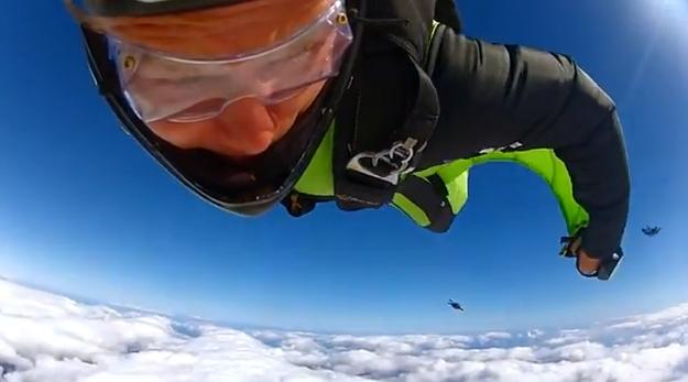 Wingsuit: Hombres volando como pájaros a 225 km/h