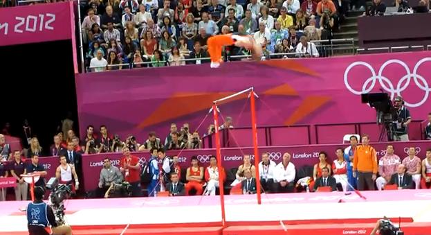 Impresionante actuación de Epke Zonderland en barra fija desafiando a la gravedad