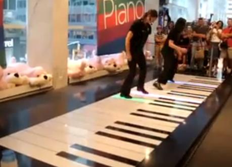 Dos chicas y un piano