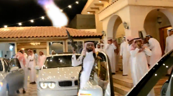 Lleva el chaleco antibalas cuando te inviten a una boda en Arabia Saudita