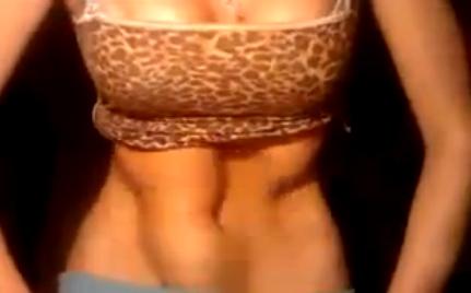 La mujer con un control absoluto de su estómago