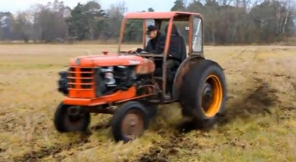 Tractor con un motor Volvo 240 Turbo B21et