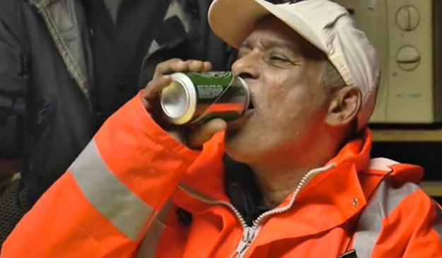 Una fundación holandesa contrata a alcohólicos y les paga entre otras cosas con cerveza