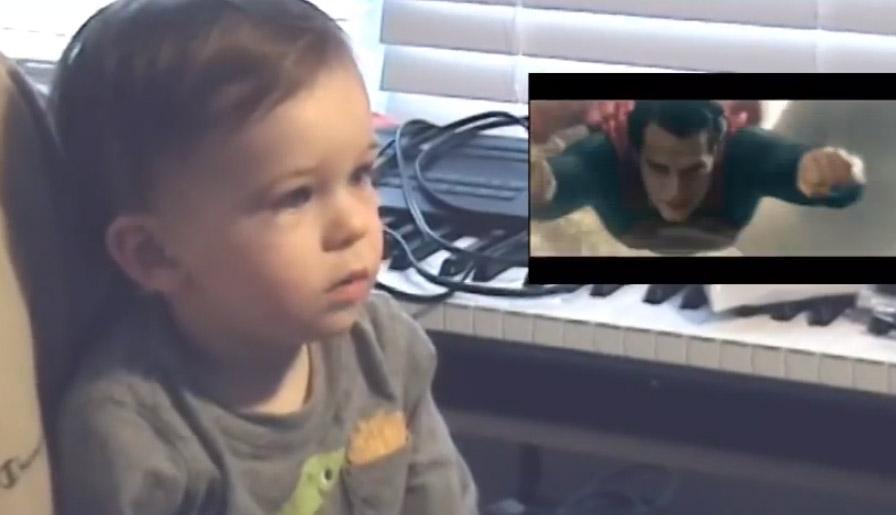 Superman visto desde la perspectiva de un bebé