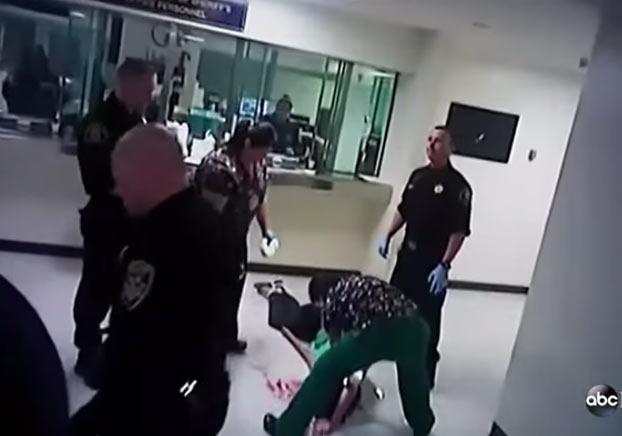 Un polic a le rompe la cara contra el suelo a una modelo for Modelo demanda clausula suelo