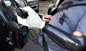 conducir-coche-sin-brazo-sin-piernas