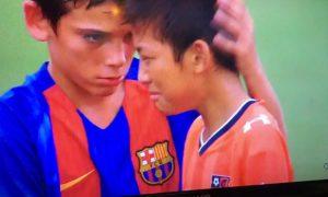 gran-gesto-jugadores-infantil-b-fc-barcelona