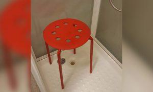 testiculo-atrapado-silla-ikea-1