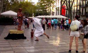 youtuber-broma-mochila-barcelona-ala-es-grande