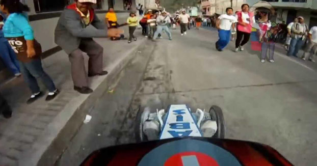 ¡¡Quítate hijueputa!! Carrera de coches de madera