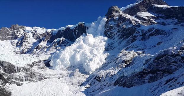 Estaban de excursión en Torres del Paine cuando se produce una avalancha y esta para justo a sus pies