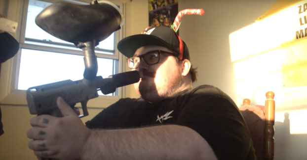 Zach ha vuelto esta vez se dispara con una pistola de - Pistola para lacar ...
