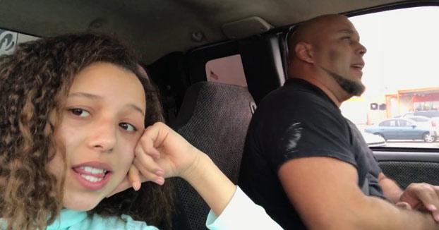 Hija graba a su padre cantando en el coche ''Tennessee Whiskey'' y el resultado es BRUTAL