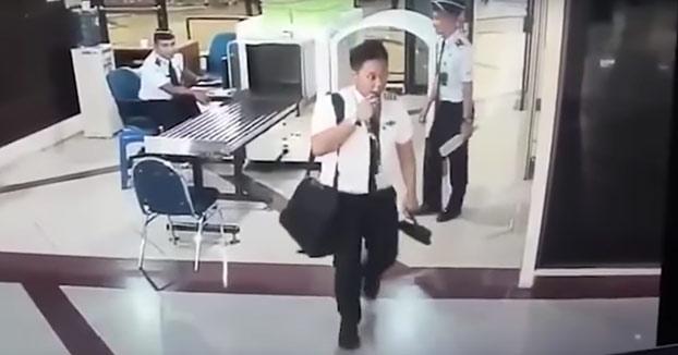 Piloto se sube borracho al avión. Atención a cómo pasó el control de seguridad (Vídeo)