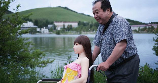 La historia del empresario japonés que dejó a su esposa por una ''muñeca de amor'' de silicona