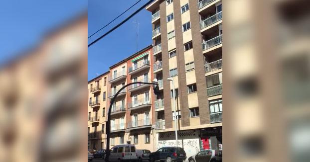 Pillados teniendo sexo en un balcón a plena luz del día en Salamanca