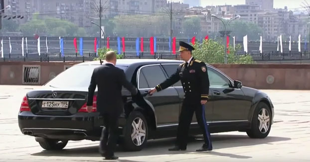 Putin presentado en un anuncio como el hombre definitivo