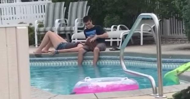Tío troll: Arruinando una bonita escena de amor adolescente en la piscina