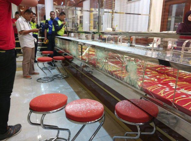 cuatro ladrones roban joyeria malasia