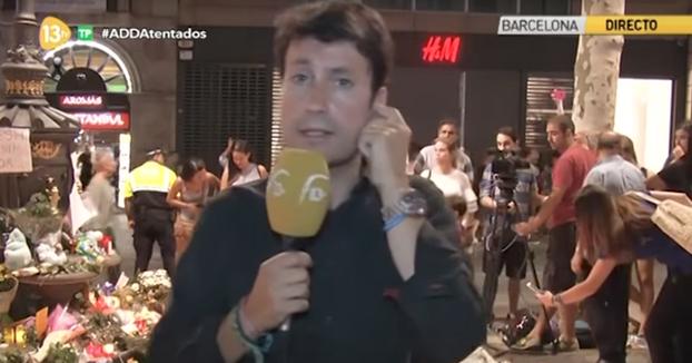 Espontáneo interrumpe el directo de 13TV desde Barcelona
