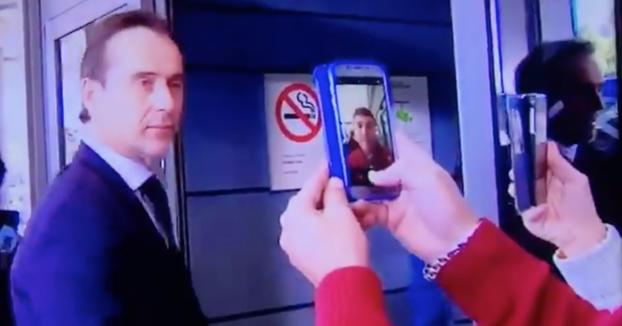 Nunca está demás hacerte un selfie mientras te mira el seleccionador español