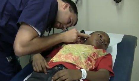 Un niño acude a urgencias para que le quiten una cucaracha de su oído