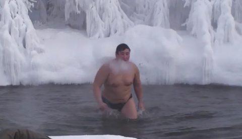 Baño a -52º C en Oymyakon, el lugar más frío del planeta