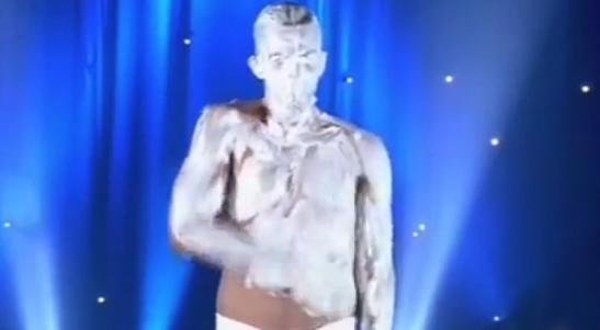 Esto es lo que pasa cuando a Michael Carbonaro le das un poco de espuma de afeitar