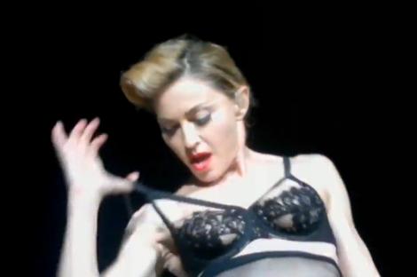 Madonna enseña una teta en Estambul