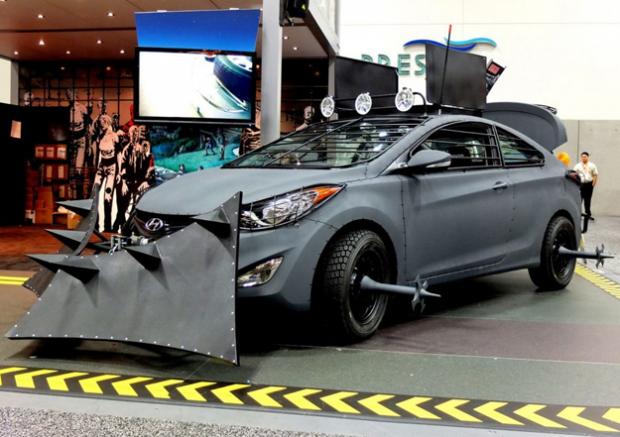 Coche Hyundai contra caminantes