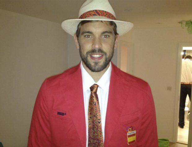 Marc Gasol sube una foto a Twitter ¿de su hermano meando?