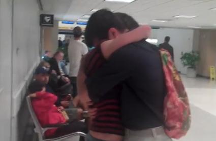 Una pareja se ve por primera vez después de 5 años de relación a distancia