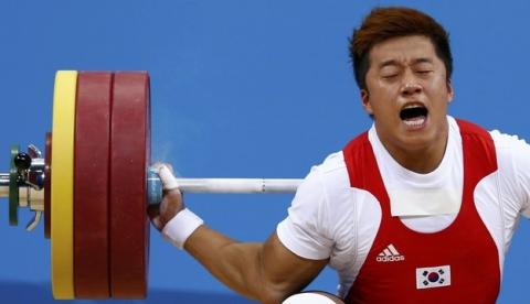 Sa Jae-Hyouk se fractura el brazo derecho al intentar levantar 162 kg en Londres 2012