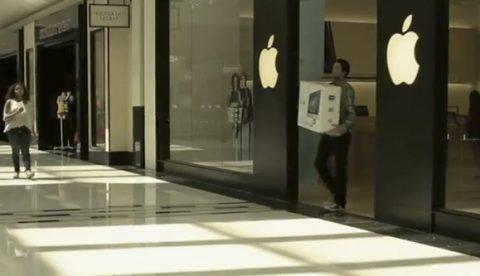 Reacción de personas cuando ven que alguien rompe en pedazitos su nuevo iMac