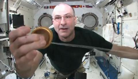 Un Yo-Yo en el espacio