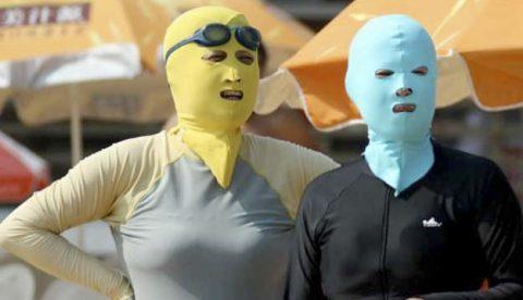 ''Facekini'', el bañador facial arrasa en las costas chinas