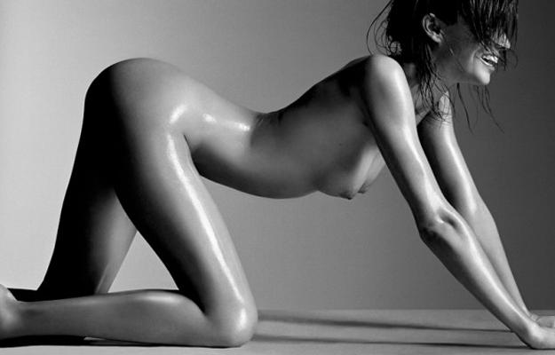 Miranda Kerr posa totalmente desnuda para el fotógrafo francés Laurent Darmon