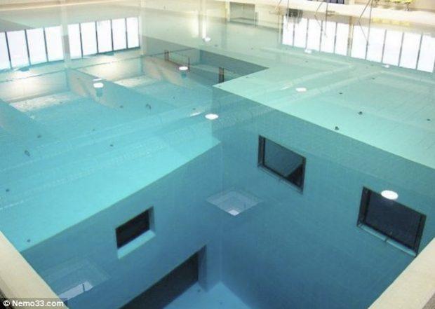 Nemo 33 la piscina interior m s profunda del mundo for Piscina mas profunda del mundo