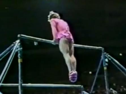 Actuación de Paul Hunt en las barras asimétricas en el año 1981