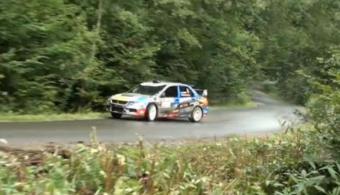 Impresionante control del coche en el rally Rajd Rzeszowski 2012 de Polonia