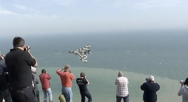 Desfile aéreo del Avro Vulcan XH558 en los acantilados de Beachy Head