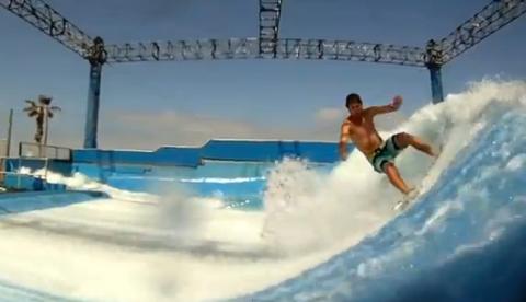 Máquina de olas en el Wave House de San Diego