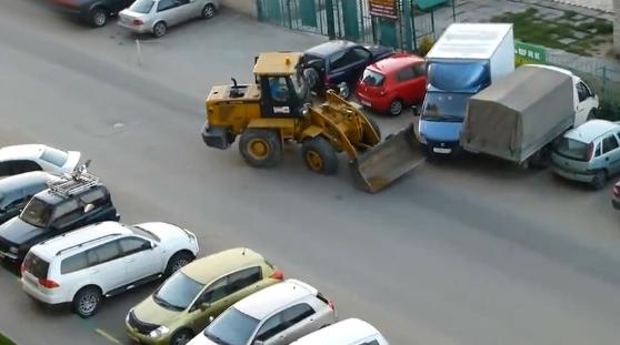 Esto es lo que pasa cuando un hombre borracho conduce una excavadora por la ciudad